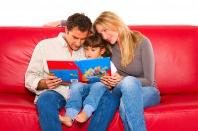 Перемены в образе жизни родителей и их отношении к ребенку необходимы (фото: freedigitalphotos.net).
