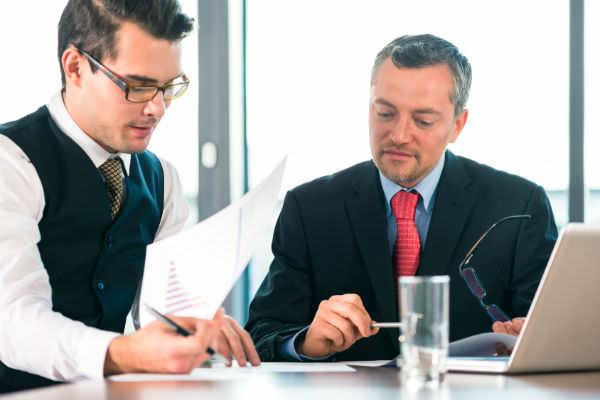 Как сэкономить на договоре дарения (фото: Fotolia.com).
