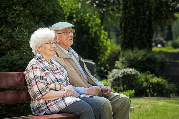 Выплачиваются ли алименты престарелым родителям? (Фото: Ingo Bartussek - Fotolia.com).