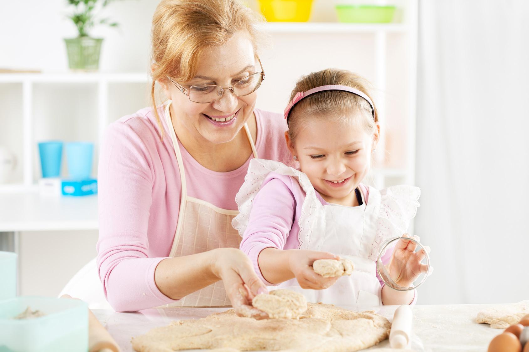 Можно ли прописать ребенка к бабушке без родителей?