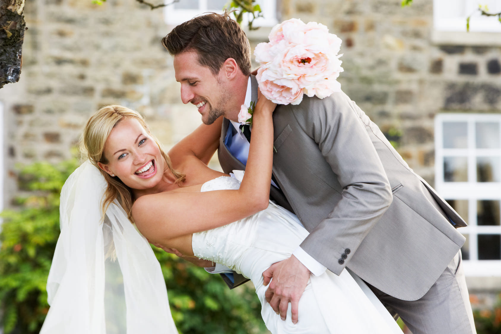 Уж замуж невтерпеж? Тогда можно и поторопиться (фото: micromonkey - Fotolia.com).