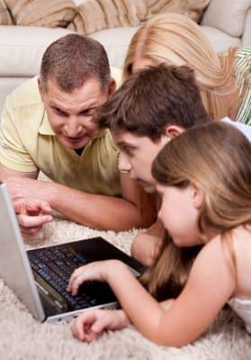 Оформить документы для счастливой семьи (фото: freedigitalphotos.net).
